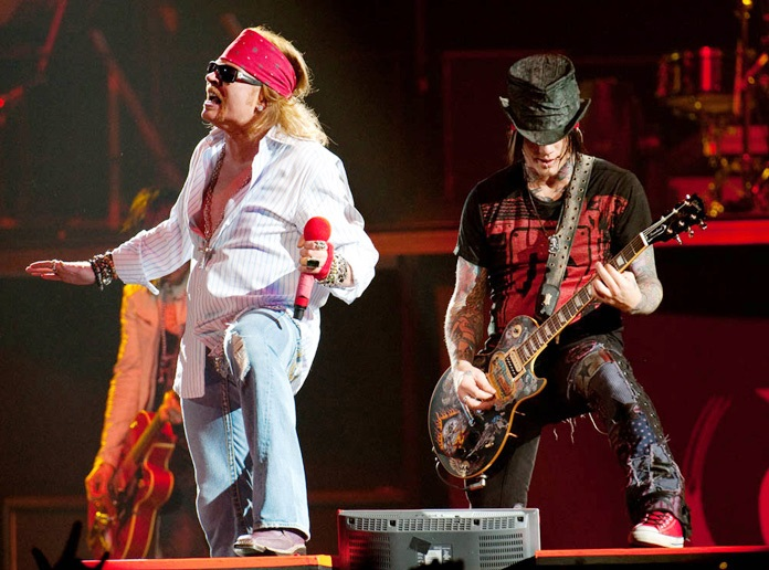 axl-and-dj-ashba-live-canada.jpg