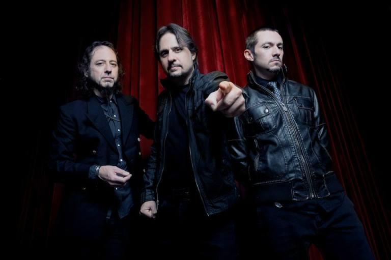 Guardianes. El guitarrista Gerry Nestler y el bajista Pancho Tomaselli escoltan a Lombardo