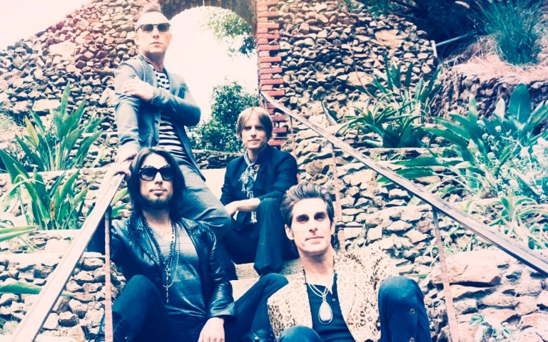 Jane's Addiction, una fuerza irresistible. De arriba a abajo, de izquierda a derecha: el baterista Stephen Perkins, el bajista Chris Chaney, el violero Dave Navarro y el cantante Perry Farrell.
